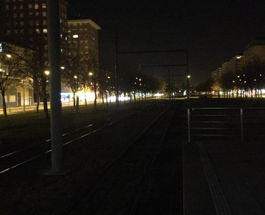 Fotos denuncia intolerable e insuficiente iluminaci n en el trazado del tranv a norte expr s - Iluminacion vitoria ...