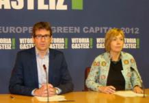 Gorka Urtaran y Miren Larrion en el Ayuntamiento de Vitoria-Gasteiz