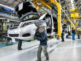 pedidos Trabajadores en la planta de Mercedes-Benz en Vitoria-Gasteiz