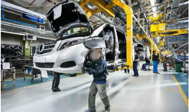 Trabajadores en la planta de Mercedes-Benz en Vitoria-Gasteiz