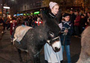Burro en el desfile del Olentzero de Vitoria-Gasteiz