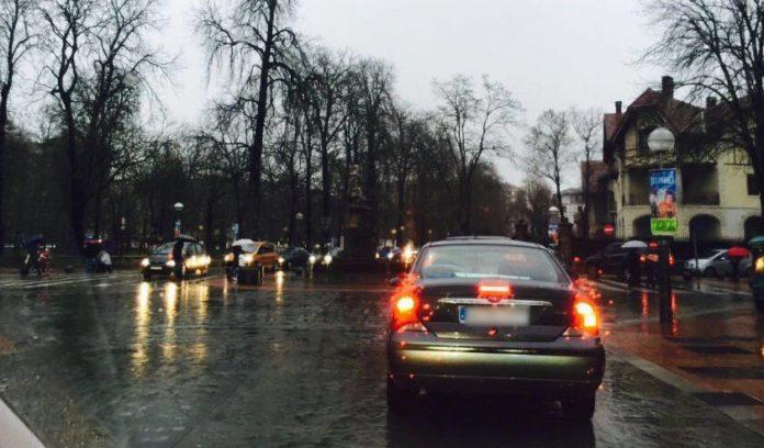 coches doble fila colegios