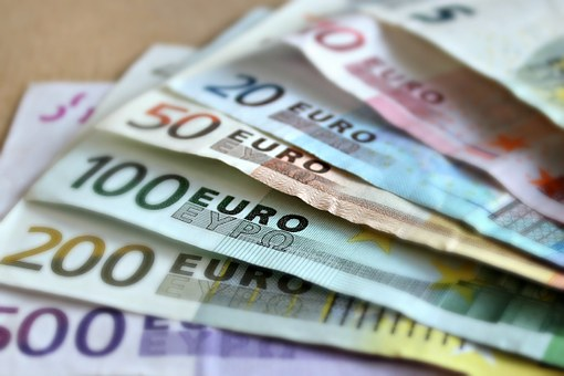 dinero euros sueldos