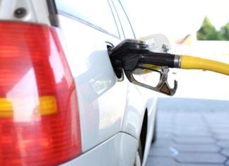 gasolinera El Ayuntamiento de Vitoria obliga descuentos en su carburante