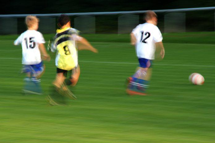 niños futbol autista