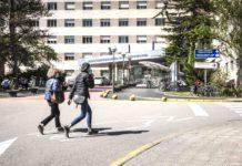 Vitoria: Ebrio, choca contra un bordillo en patinete ¡Al hospital!