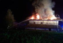 Un incendio destruye un caserío en Menagarai (Álava), sin heridos