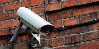 Dos ladrones descubiertos por las cámaras de un taller en Vitoria
