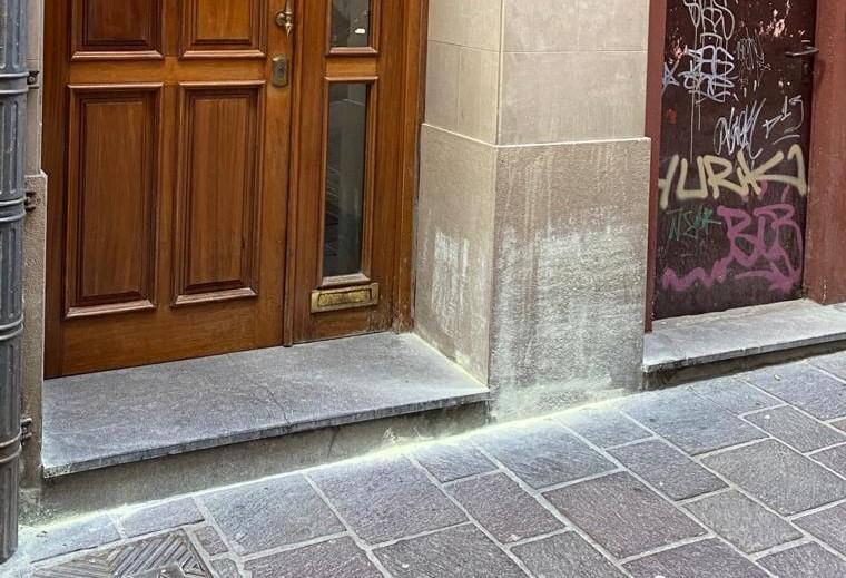 azufre Proliferan sustancias prohibidas en fachadas de Vitoria
