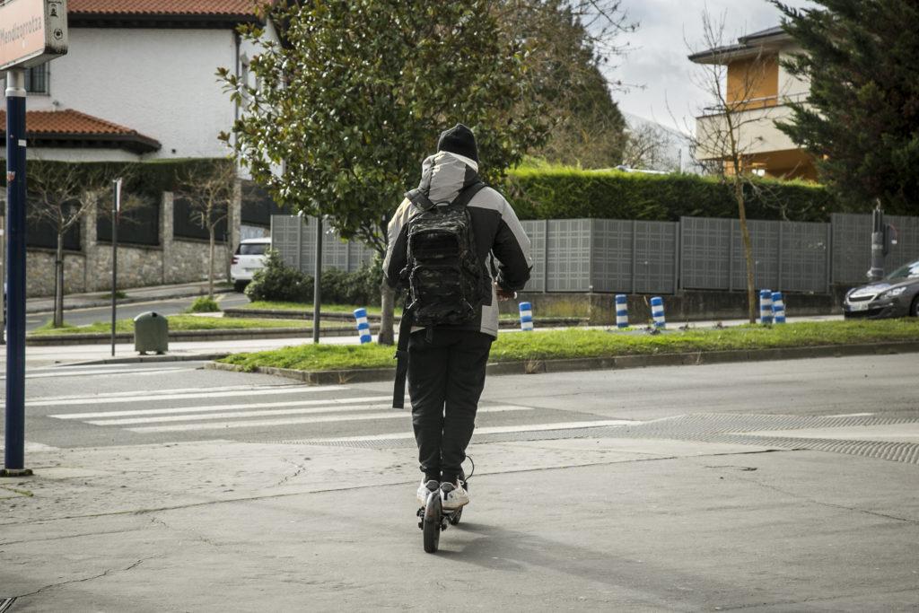 Vitoria controlará 8 infracciones de bicis y patinetes con pasajeros