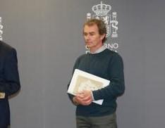 Fernando Simón se codea con 2 vitorianos ilustres (vídeo)