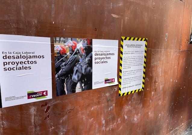 Carteles contra Laboral Kutxa en Vitoria