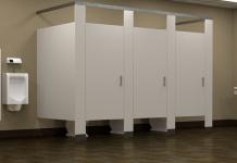 Vitoria: Atrapado al pasar por debajo de una puerta del baño