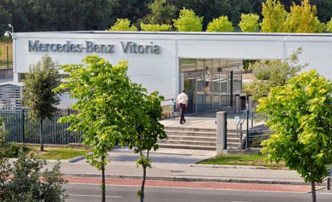 Denuncian en Vitoria que Mercedes reparte